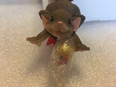 "Charming Tails ""Nothing Decorates The Season Like Your Smile"" DEAN GRIFF NIB"
