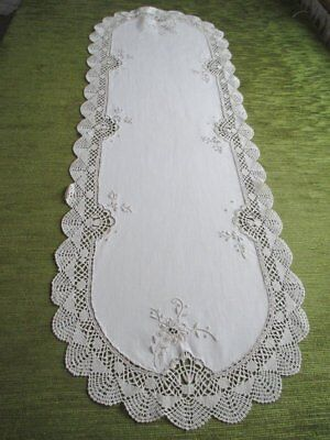 PRETTY TABLE RUNNER with BOBBIN LACE EDGE & HAND EMBROIDERY