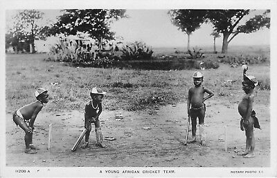 POSTCARD  SOUTH  AFRICA    ETHNIC   CRICKET   A  Young  Team      RP