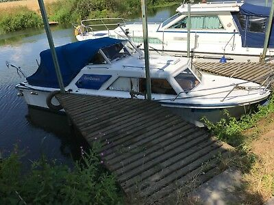 24ft. river cruiser, Volvo inboard/outdrive, Avon licence, valid boat safety.