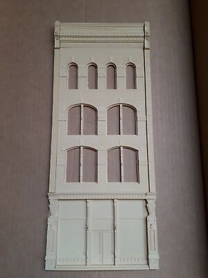 Chooch Ultra Scale Paramount Building Front O, On3, On30, #768