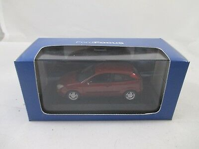 Ford Metall Modell 1:43 - Ford Focus - Metallic rot - in Kunstoffvitrine / OVP
