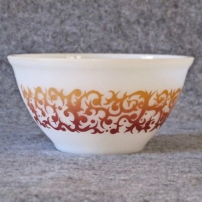 Agee Pyrex Mixing Bowl in Bronze Bramble Pattern 1.5ltr Size c.1960s