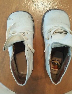 Buster Brown vintage childrens white shoes. possibly 1963