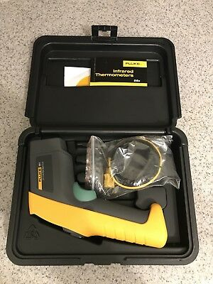FLUKE 561 Infrared IR Thermometer with Hard Case Used Once!