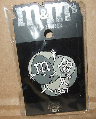 M&M's World - 1957 Commercial Plain & Peanut - LE 3500 PIN, from 2005