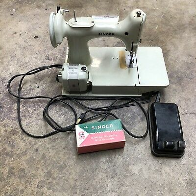 Vintage Singer Sewing Machine 221k Featherweight Great Britain No Case