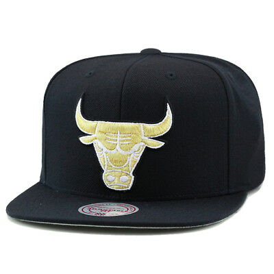 3a8ce0d3 MITCHELL & NESS Chicago Bulls Snapback Hat All Black/Gold