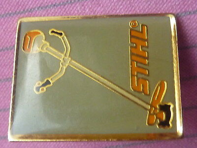 pin's pin badge TRACTEUR STIHL DEBROUSSAILLEUSE