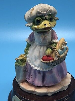 Frog Figurines Little Nook Village James Montague LN 25 Felicity LN