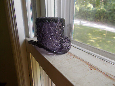 ANTIQUE 1890s DAISY & BUTTON EAPG AMETHYST GLASS HAT TOOTHPICK HOLDER