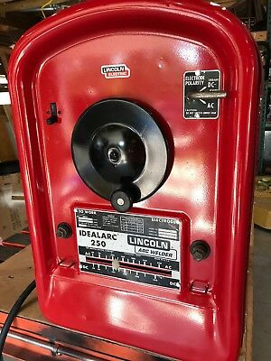 Lincoln IDEALARC 250 Amp AC/DC Welder. (No leads)
