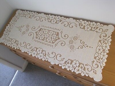 """A BEAUTIFUL  LACE RUNNER.  16"""" WIDE  x  40""""  LONG.   CREAM COLOUR."""