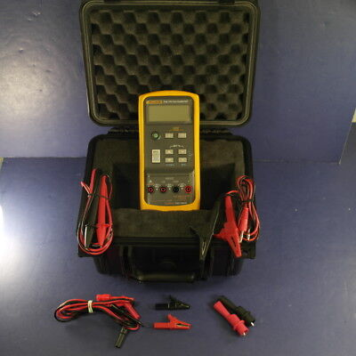 New Fluke 715 VOLT/mA Calibrator, Extra Leads, Hard Case, See Details
