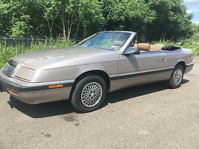 1989 Chrysler LeBaron DRIVEN ONLY 2,000 MILES A YEAR!!!! **PRICE WILL BE REDUCED UNTIL A SMART BUYER GRABS THIS BEAUTY**FUN AFFORDABLE***