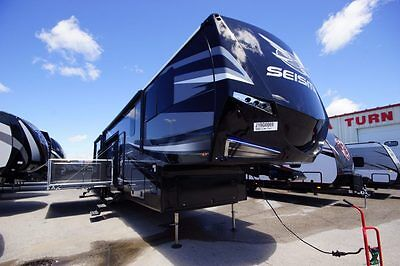 New 2018 Jayco Seismic 4212 5Th Wheel Toy Hauler Side Patio New Design And Cap