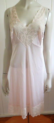 Beautiful vintage deep cream full slip with exquisite lace trims size 14 (US 10)