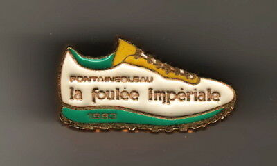 pin's..FOULEE IMPERIALE..COURSE A PIED..CHAUSSURE..FONTAINEBLEAU..QUALITE ARTHUS