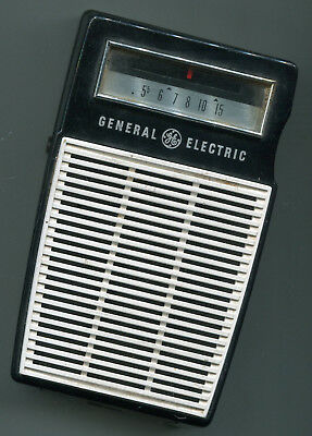 GE General Electric Working Model P-820A Transistor Radio