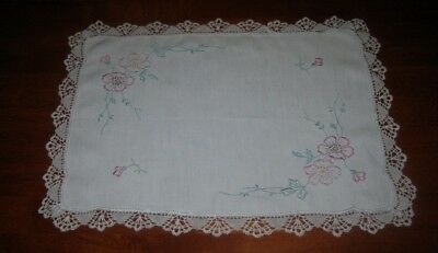 Vintage Hand Embroidered Doily/centre Piece ~ Pink Flowers ~ Lace Edged ~ Cotton