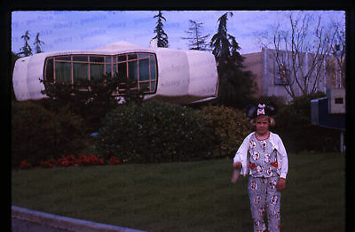 (47) Vintage 1963 35mm Slide Photo - DISNEYLAND - Monsanto House of Tomorrow