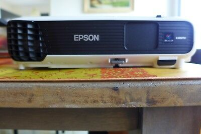 EPSON EB-S04 vedio Projector 3000lm SVGAThree LCD 100-240V good condition