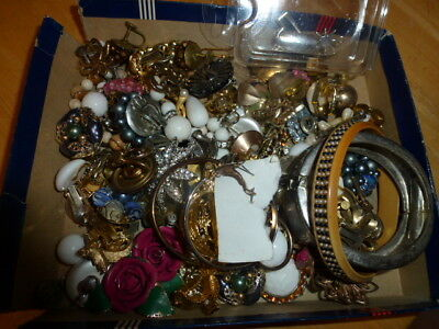 estate vintage - now  mixed jewelry lot  unsearched untested