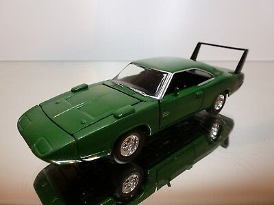 Road Champs Dodge Charger 1969 - Green Metallic 1:43 - Excellent Condition - 6