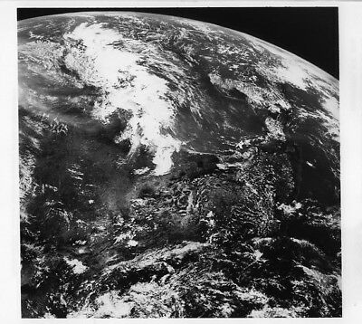 APOLLO 11 / Orig NASA 8x10 Press Photo - View of Earth from Spacecraft