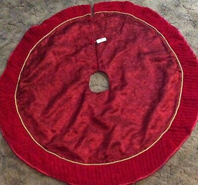 Homco Home Interiors Red Christmas Tree skirt with tags. Fast shipping