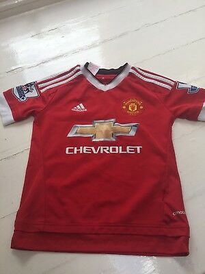 boys Manchester United shirt aged 9-10 years featuring Memphis
