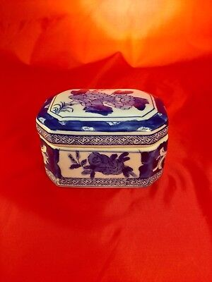 Antique Late 19th Century Blue & White Chinese Porcelain Trinket Box