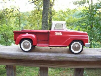 VINTAGE 1960s RED TONKA PICKUP TRUCK