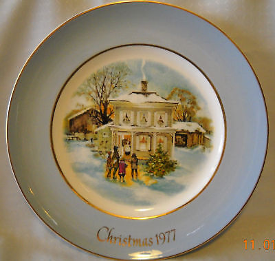 Avon Christmas1977 Plate Carolers in Snow Fifth Edition