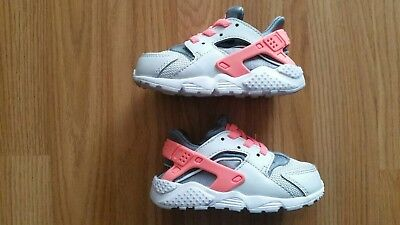 78bc31ad948d4 BABY GIRLS NIKE Huarache Trainers Size C5.5 - EUR 10