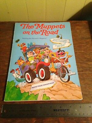 Vintage THE MUPPETS ON THE ROAD Book with POST CARDS Jim Henson 1983