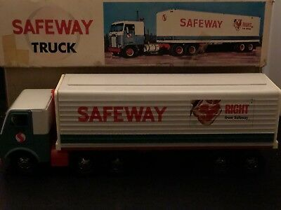 SAFEWAY GROCERY STORE SEMI TRUCK & TRAILER with box.