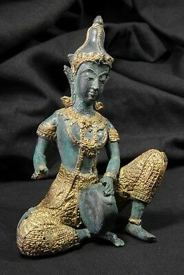 Goddess of wisdom Sarasvati, playing tambourine. Sculpture. S.XX Diosa sabiduria