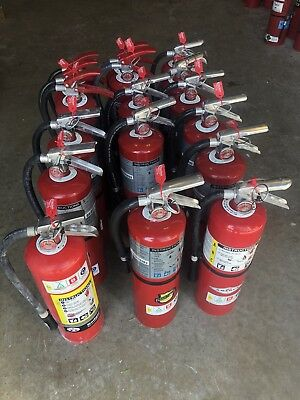 Fire Extinguisher 10 lb ABC Dry Chemical w/Wall Mount & Tag-Excellent Condition