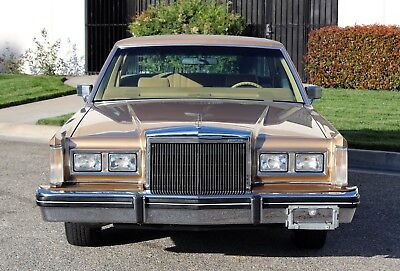 """1984 Lincoln Town Car """"FREE SHIPPING"""" 69k Orig miles, 100% Rust Free"""