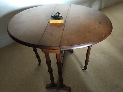 19th Century Honey Coloured Walnut Sutherland Small Gateleg Table