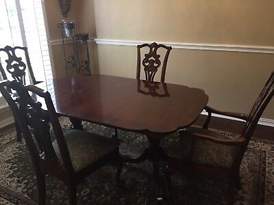 American Drew Vintage Chippendale Table And 4 Chairs