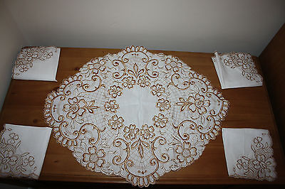 Vintage beautiful linen embroidered table runner and napkin set brand new