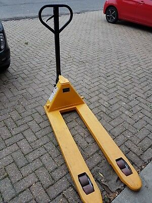 2000kg Pallet Truck Hand Pump Push Jack Trolley Fully Assembled used Ex Cond