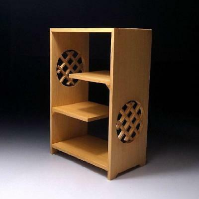 QU1: Japanese High-class Hinoki Cypress Wood Stand for Small Art Objects