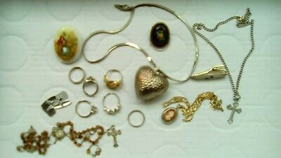 Mixed lot of vintage jewellery items