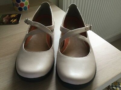 cream colour clarks ladies shoes unstructured flats size 7worn once