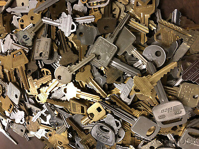 Lot of cut keys over 5lbs/ box- Crafting, Steampunk,wind chimes etc.