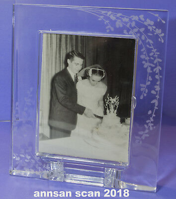 """KATE SPADE  Lenox Etched Crystal photo frame ca. 9x7"""" outside ,approx """"5x7"""" pic"""