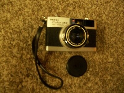 PETRI COLOR 35E Vintage Camera w/ Lens Cover 1:2.8 40mm Fully Automatic w/Strap